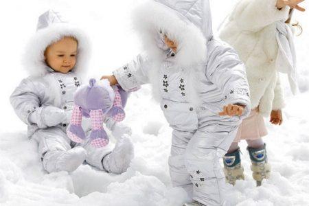 Особенности выбора комбинезона для ребенка