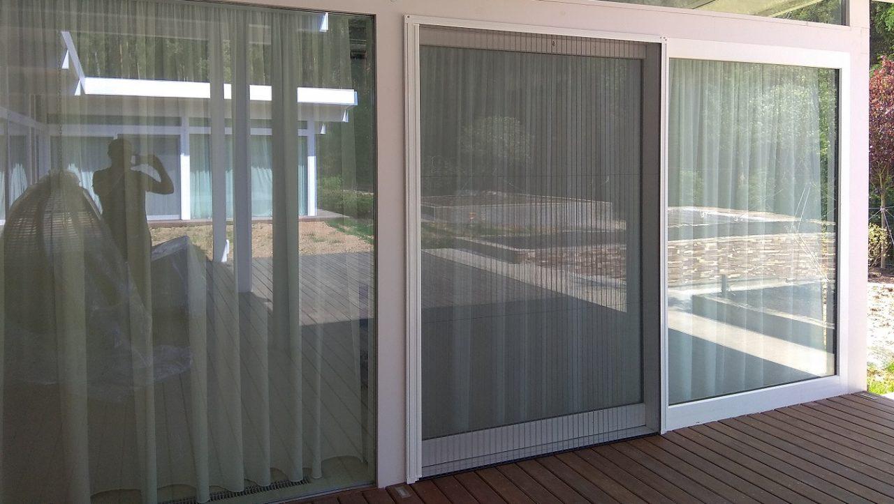 Особенности москитной сетки на пластиковые окна